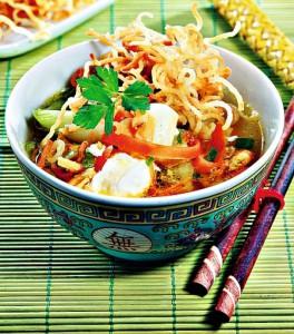 Thajská polévka s nudlemi