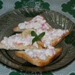 <b>Krabí salát na toustu</b>