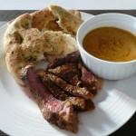 <b>Indický steak s omáčkou a plackami naan</b>