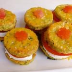 <b>Slané koláčky plněné sýrem a rajčaty</b>